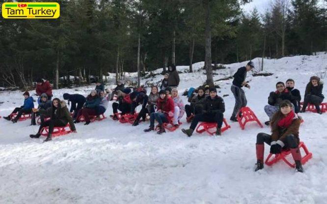 رونق پیست اسکی «کارتپه» در تعطیلات زمستانی ترم دوم