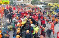 دختربچهای پس از 91 ساعت از زیر آوار زلزله ازمیر زنده بیرون آمد